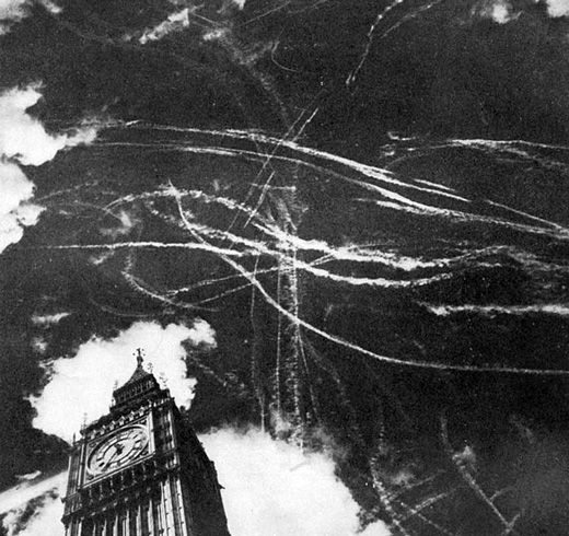 War over London - Big Ben - Battle of Britain 1940